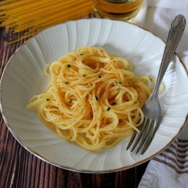 SPAGHETTI CON BOTTARGA - Uova di pesce essiccate, pomodoro fresco, aglio - 9,00