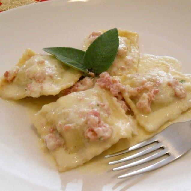RAVIOLI AI 4 FORMAGGI - Gorgonzola, pancetta, emmenthal, ricotta, pecorino - 8,00 €