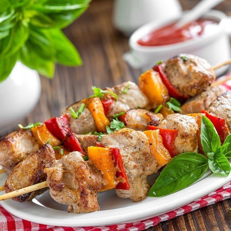 SPIEDINI DI CARNE - Carne di manzo e di suino con verdure - Contorno a scelta - 10,00 €
