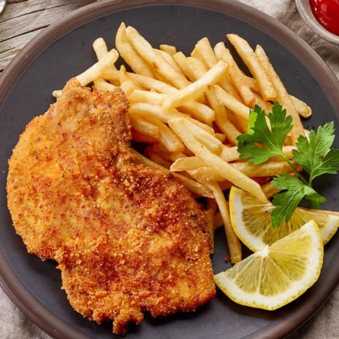 COTOLETTA DI POLLO - Con patatine fritte - * Le patatine sono surgelate * - 10,00 €